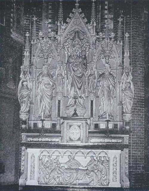 Het Maria-altaar, dat in 1894 werd geplaatst
